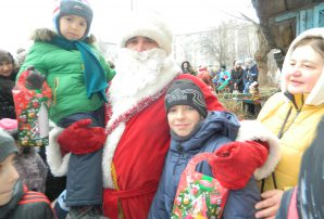 Бахмутський Святий Миколай привітав дітей-переселенців