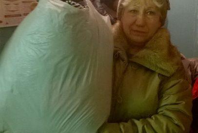 Переселенці отримали теплі речі та засоби гігієни