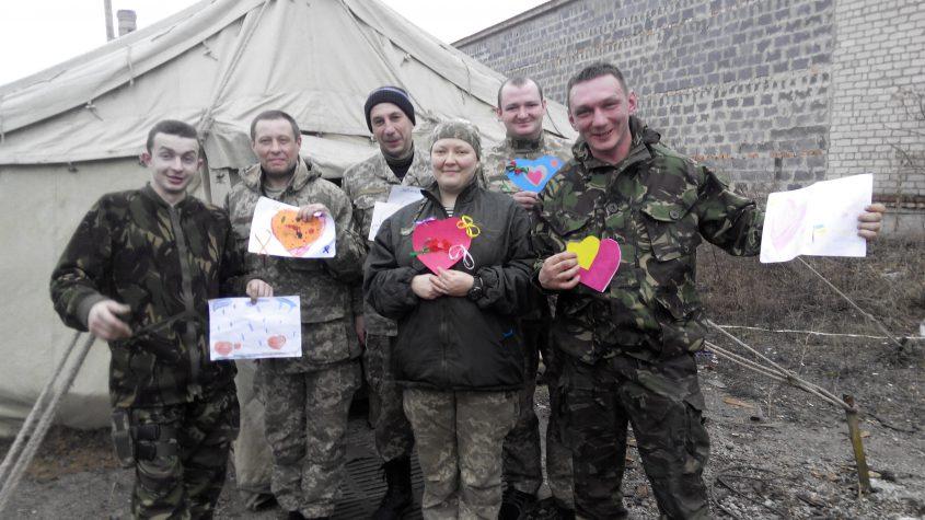 """""""Валентинки"""" від дітей Бахмута вже у бійців та наших помічників-волонтерів"""