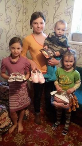 Дитяче взуття отримали дівчата