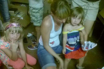 """Усе взуття від """"Надійного тилу"""" було роздано дітям-переселенцям"""