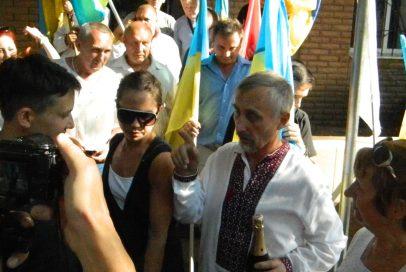 У Бахмуті Надії Савченко подарували шампанське (ВІДЕО)