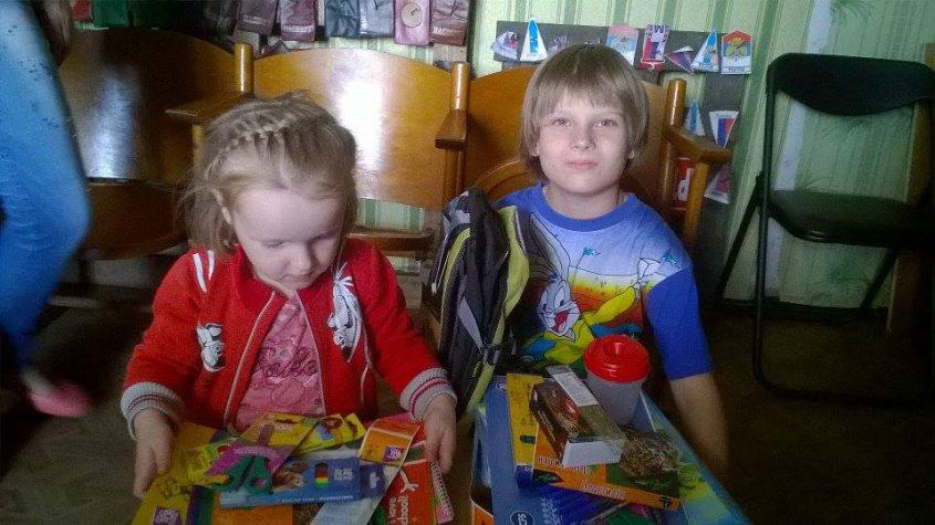 Київські друзі подарували канцелярію дітям, що переїхали в Бахмут
