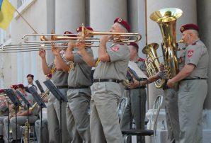 В центрі Бахмута блискуче виступив Президентський оркестр