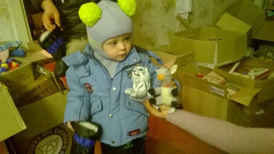 """На складі """"Бахмута Українського"""" обмінялися речами та отримали взуття"""