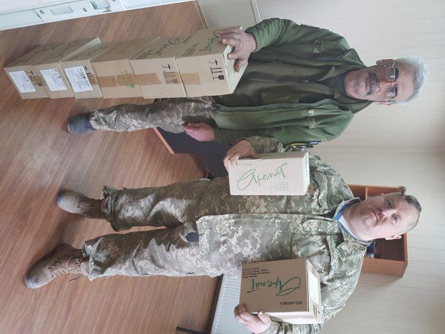 """Волонтери порадували бійців чудодійними кремами від ТОВ """"Аромат"""""""