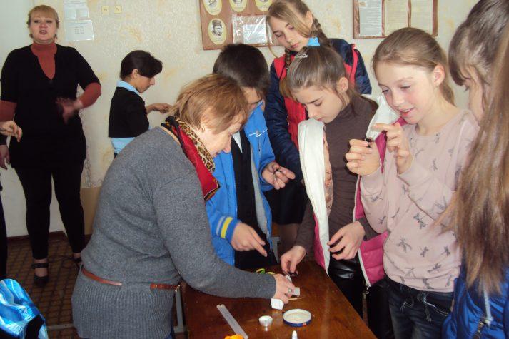 """Майстер-клас для школярів від волонтерів """"Бахмута Українського"""""""