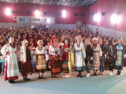 """В День вишиванки в Бахмуті показали """"Спадок нації"""" та колекції народного одягу"""