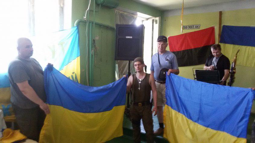 """Волонтери """"Бахмута Українського"""" для бійців влаштували концерт напередодні свята"""
