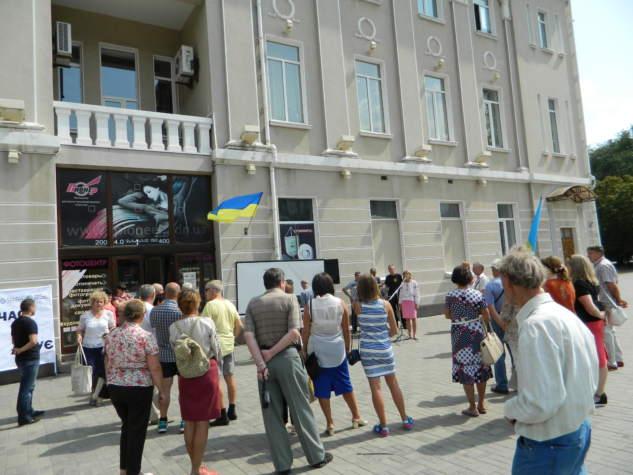 На бахмутській площі Свободи вшанували пам'ять загиблих під Іловайськом (ФОТО)