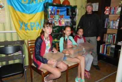 Діти прифронтового Зайцевого отримали повний набір канцелярії
