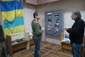 Всі гості нашого міста просто повинні відвідати скарбницю історії стародавнього українського Бахмуту - Краєзнавчий музей. З особливою увагою розглядав Роман експозицію, присвячену російсько-українській війні
