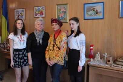 Волонтери разом зі студентами популяризують українську культуру