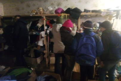 """Одяг на складі """"Бахмута Українського"""" отримали діти з гурту """"Бойовий гопак"""""""