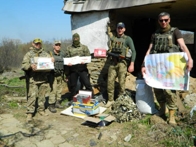 """""""Бахмут Український"""" передав розвідникам бензопилу через офіцерів СІМІК"""