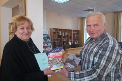 Історичні книги передали в бібіліотеку