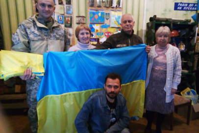 """Прапори від """"Бахмута Українського"""" поїхали на передову"""
