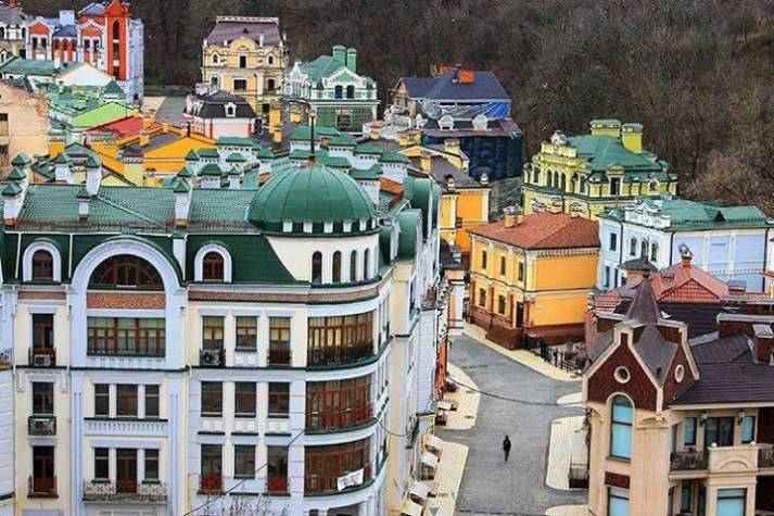 Молодь Бахмута запрошують до Києва! Устигни до 18 жовтня заповнити анкету на подорож до Києва