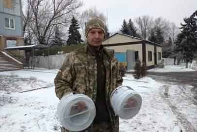 """""""Бахмут Український"""" передав електрокабель для бійців на передову"""