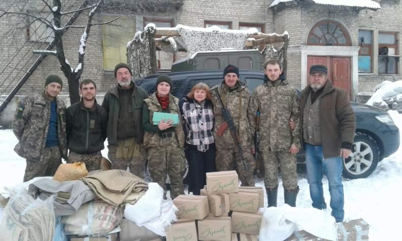 """Волонтери """"Бахмута Українського"""" відвезли подарунки на передову"""