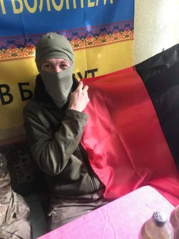 Маскувальні халати та прапори завжди потрібні на передовій