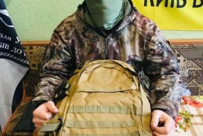 Рюкзак для особливих і бідон на передову